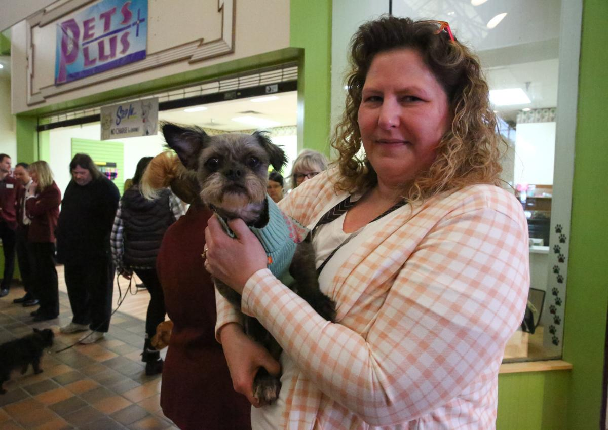 Pets Plus ribbon cutting