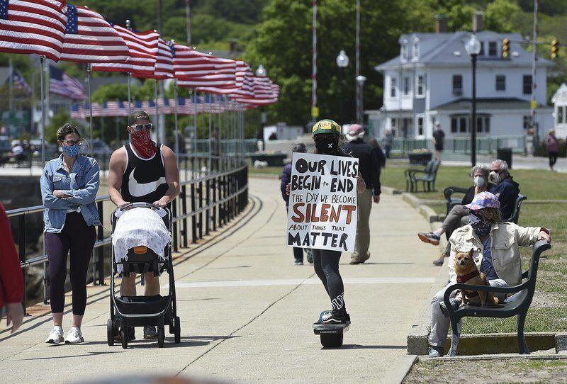 Seaside protestmobilizes