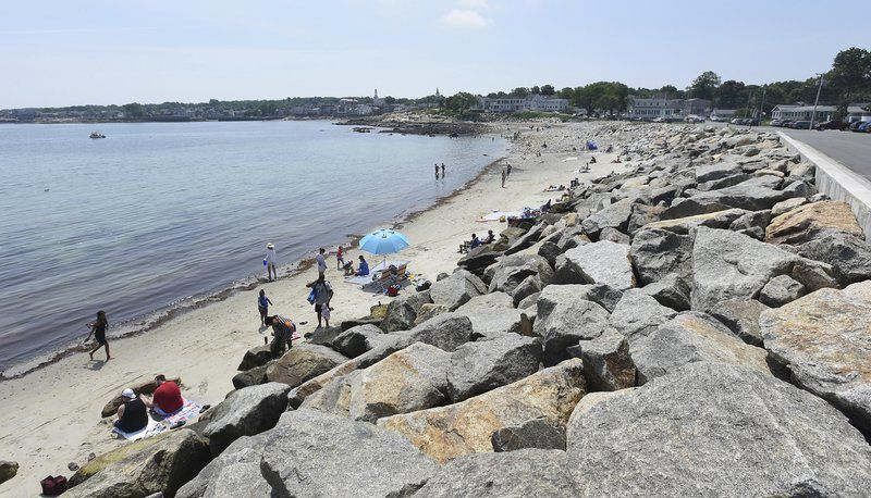 Beach neighbors sue Rockportover divers