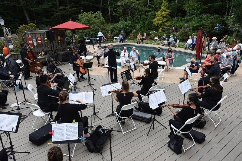 Symphony celebrates live music at a benefit event