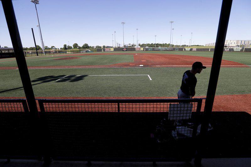 Baseball players say talks futile, tell MLB to order return