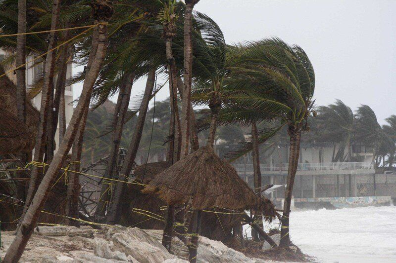 Hurricane hits Louisiana with flooding, power outages