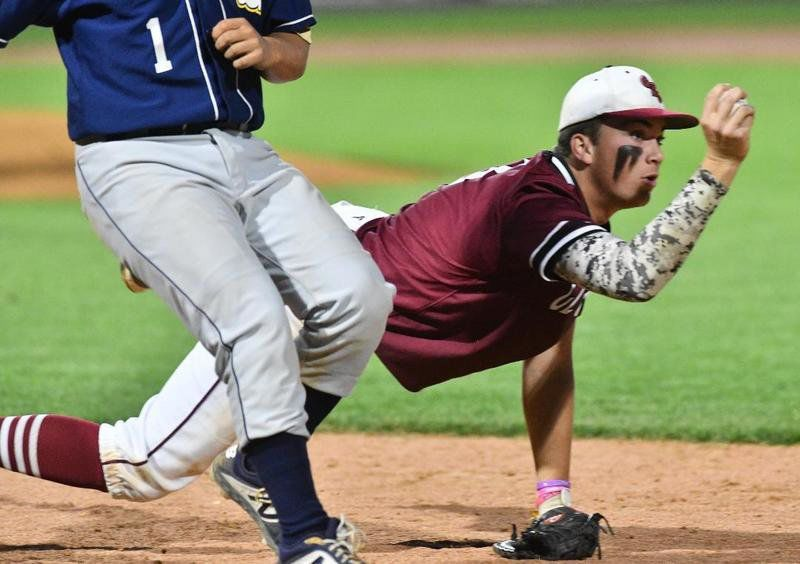 Lynnfield takes down Gloucester baseball in sectional semifinals