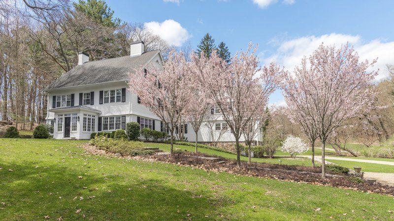 Hamilton estate offers sophistication, elegance, and ease