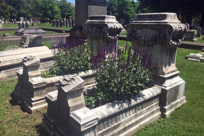 Growing back a tradition: Volunteer gardeners help spiff up old cemeteries