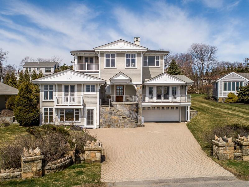 Gloucester contemporary affords space, accessibility, and magnificent views
