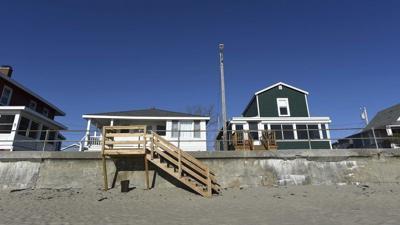 Rockport beginsstabilization of Long Beach seawall