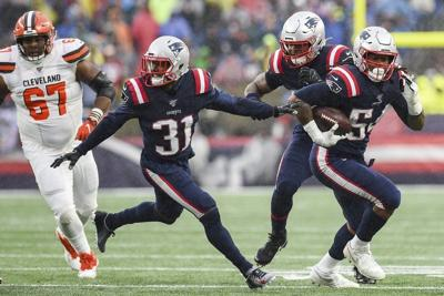 Asteams workremotely, Patriots' Jones says players learning to adapt