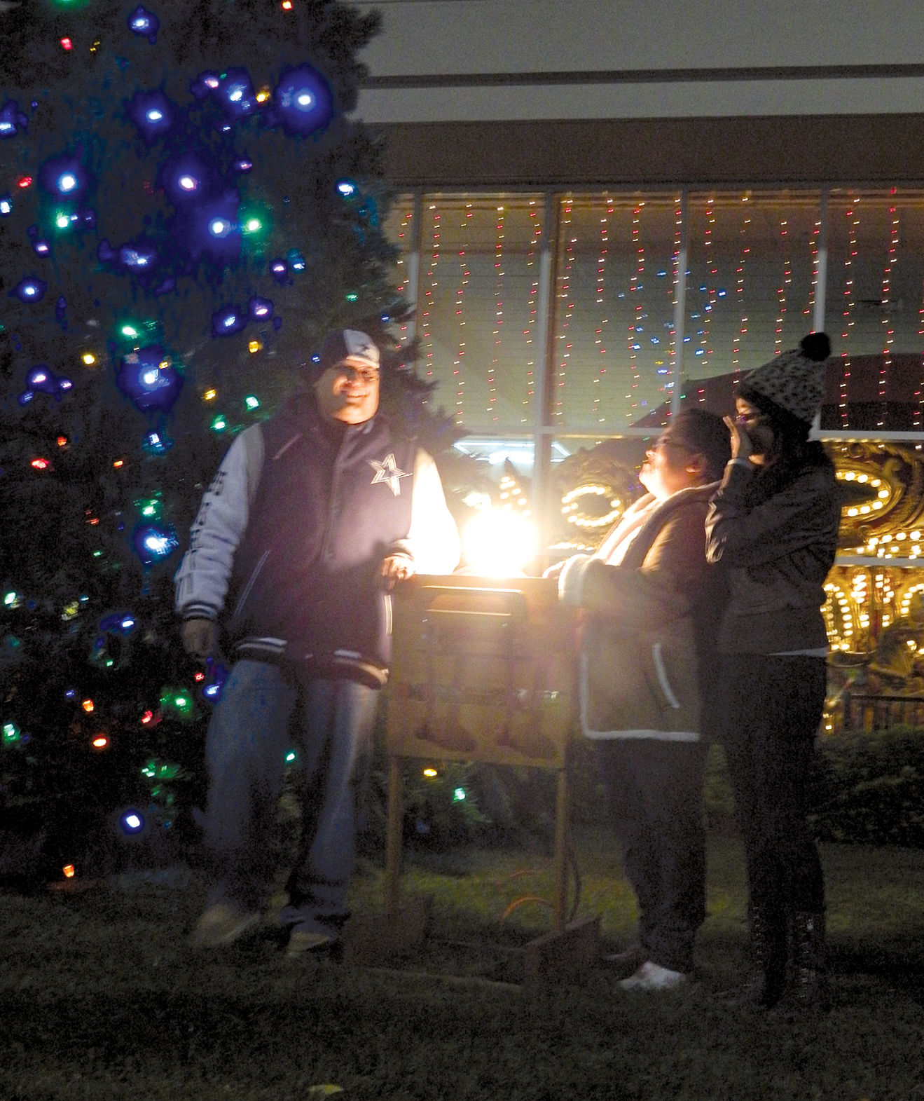 Tree of Lights & Tree of Lights helps hospice families - Golden State Newspapers ...