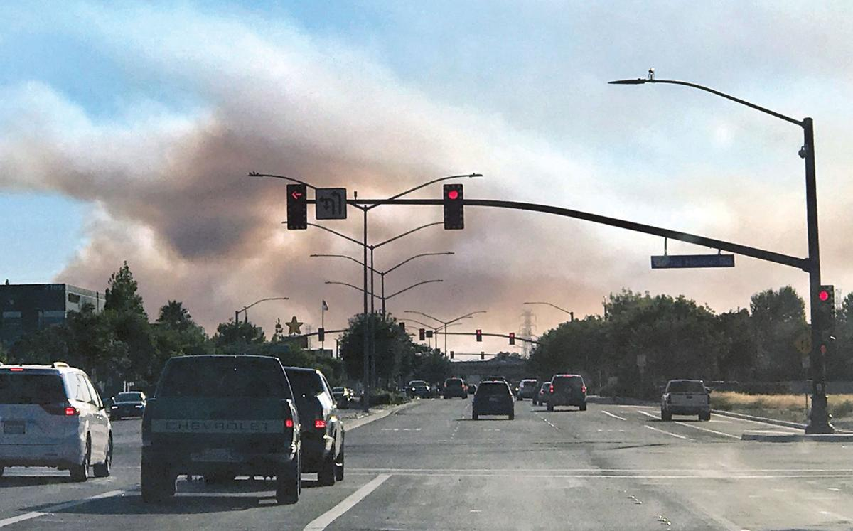 Grass fire cuts off Sunday traffic over Altamont | Tracy Press News