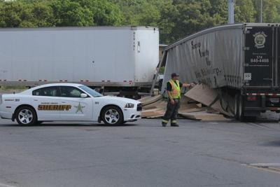 POLICE NEWS: Two tractor-trailers collide in Middlebury | Police