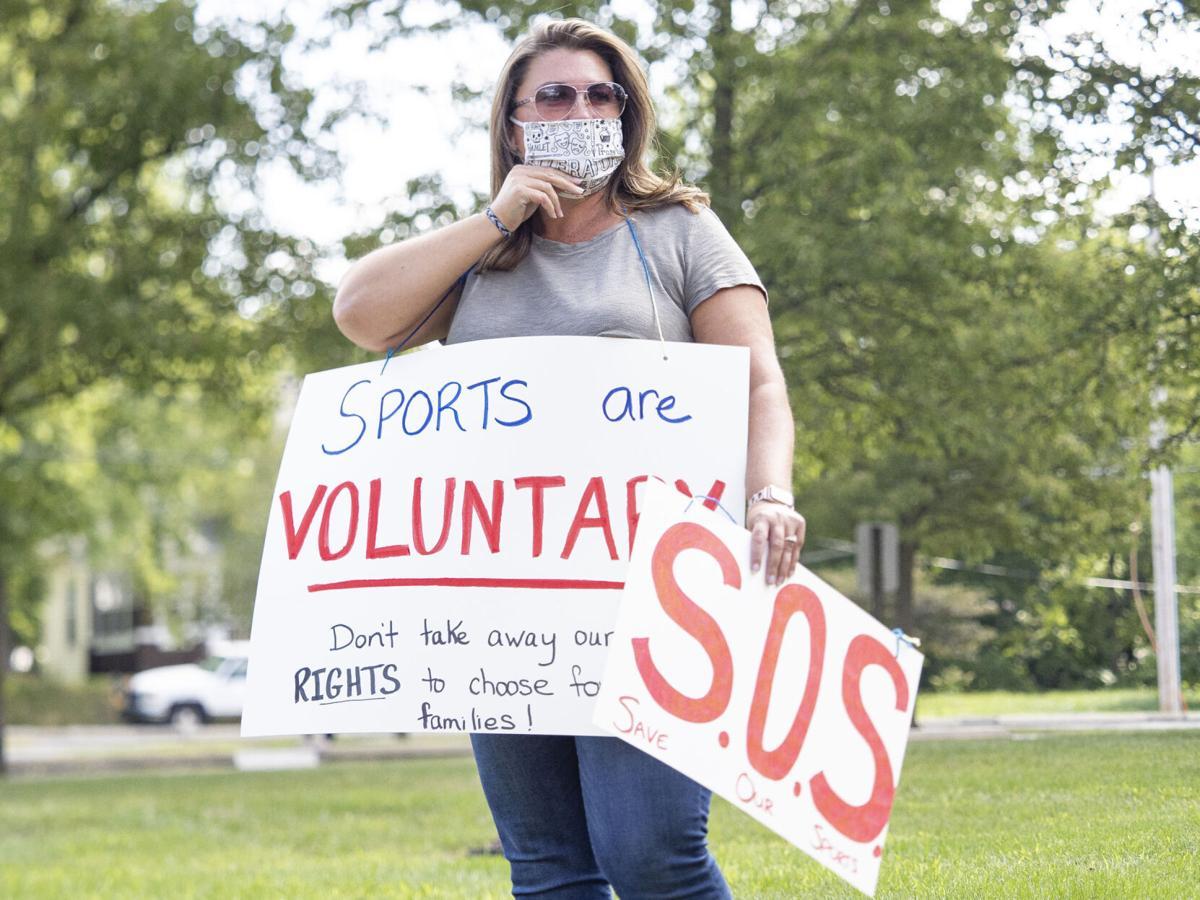 20200708-nws-schoolclosingprotests-pic2.JPG