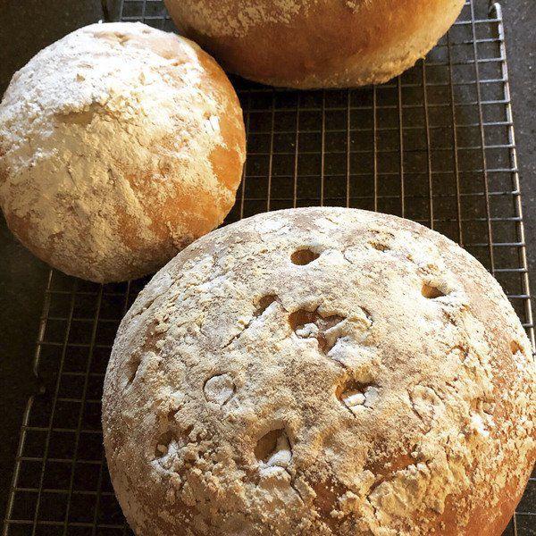 LA BONNE VIE: Re-experiencing the joy of baking bread