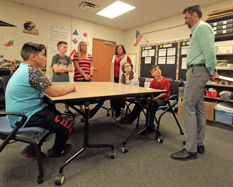 Goshen Mayor Presents Students With Funds To Help Others