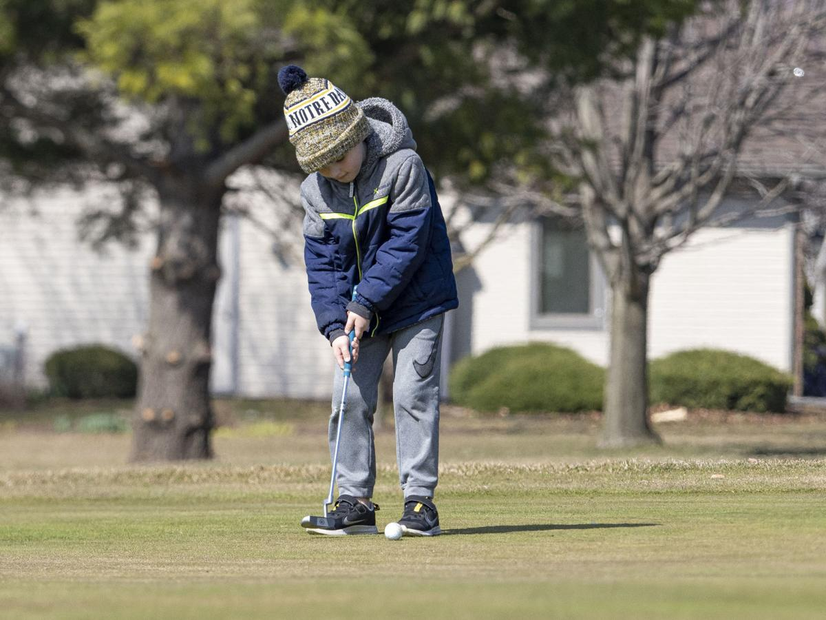 Some golf courses remain open amid coronavirus pandemic pic 1