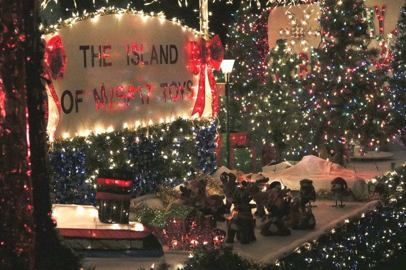 shipshewana light parade sets town aglow