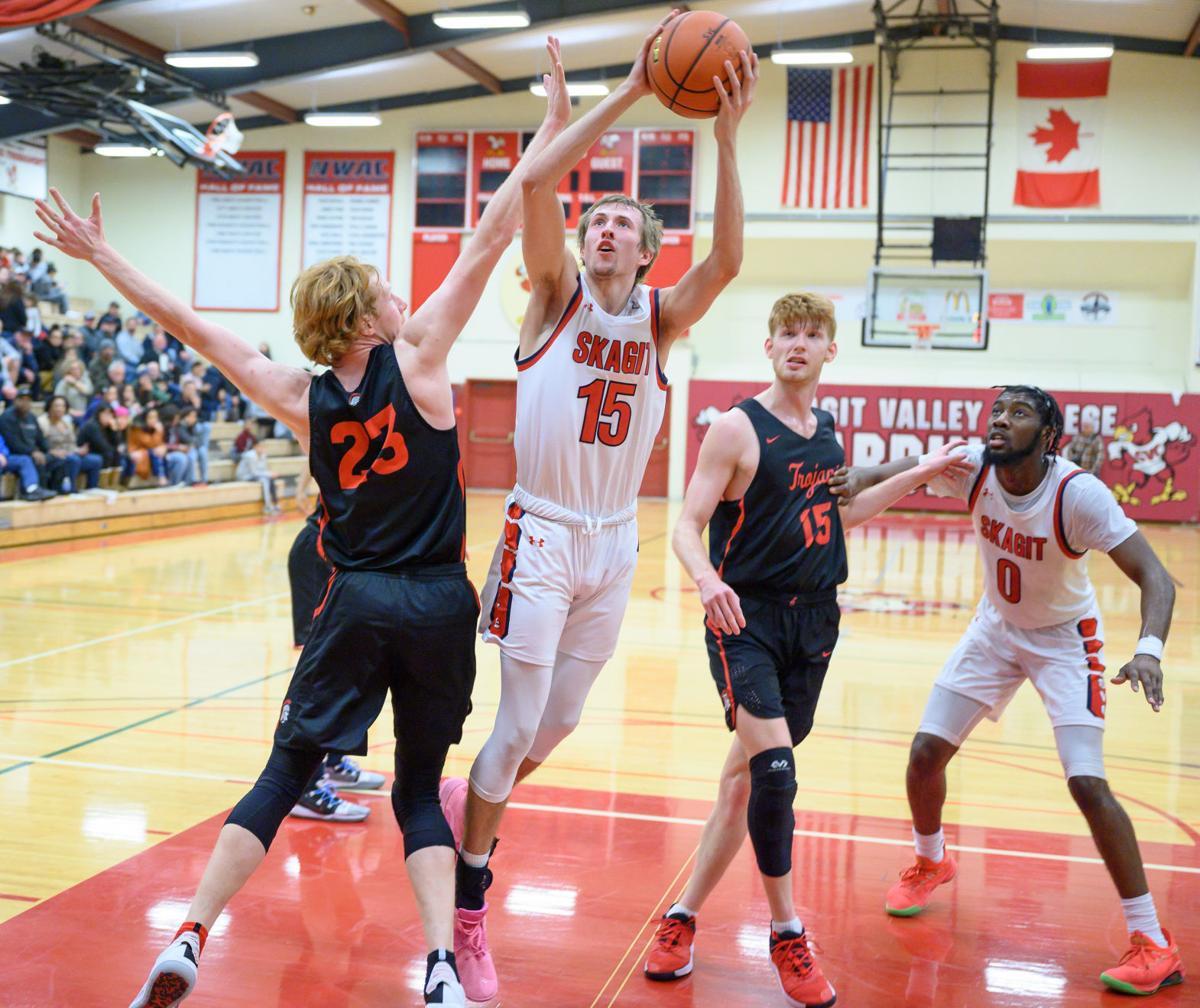 Everett at SVC men's basketball