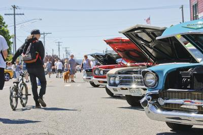 Shining Bright Idlers Show Attracts 523 Gleaming Cars To Town