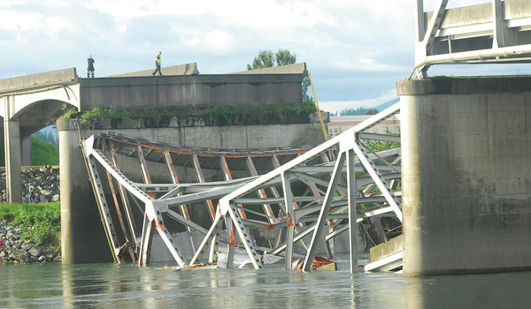 Bridge collapse disaster, but no tragedy