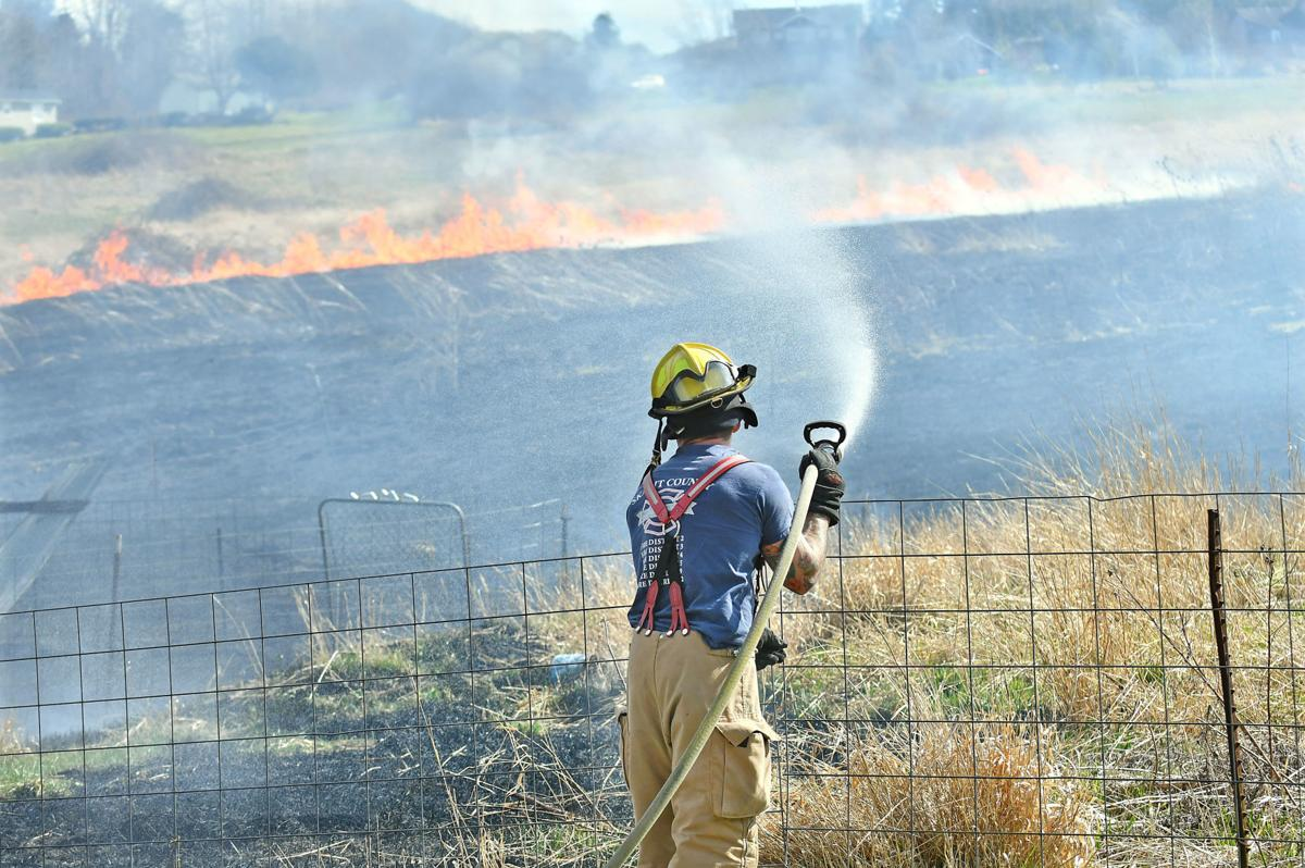 Crews battle brush fire in Clear Lake