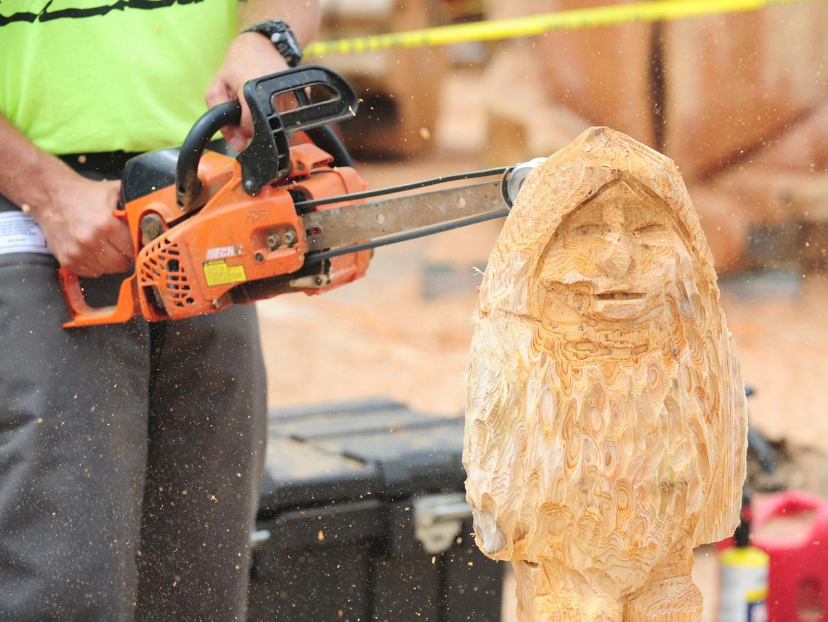 Loggerrodeo s chain saw carving competition draws dutch tv