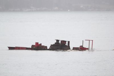 0108 barge sinks