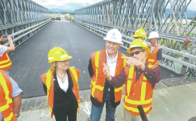 Governor speaks on the temporary bridge