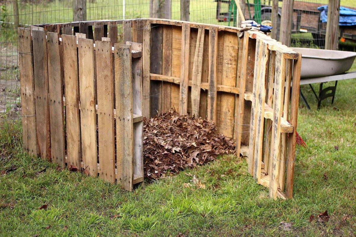 Compost with pallets