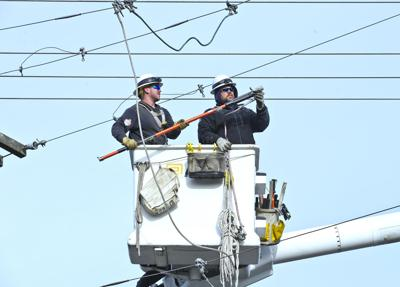 PUD lineworkers working to keep the lights on | News ... on pacific power outage map, detroit edison outage map, duke energy outage map, clark public utilities outage map, xcel energy outage map, northwestern energy outage map,