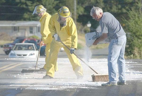 truck spills sulfuric acid on highways news. Black Bedroom Furniture Sets. Home Design Ideas