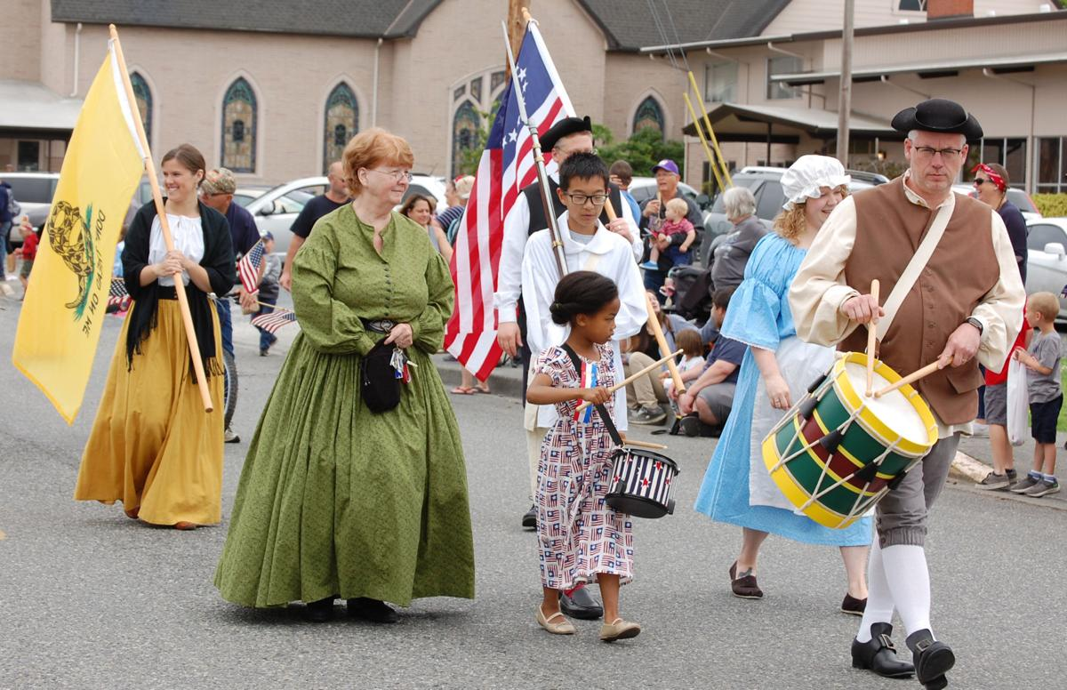 Stanwood July 4 parade patriots group.jpg