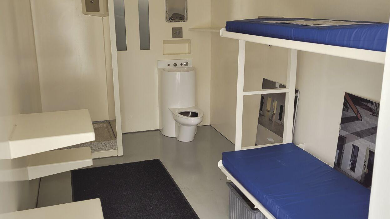Commissioners tour jail cell designs for new facility