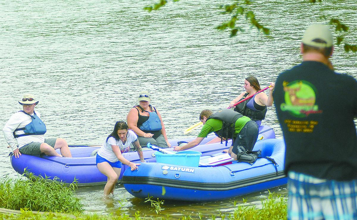 Dozens 39 float the nolichucky 39 to protest pipeline plans for Nolichucky river fishing
