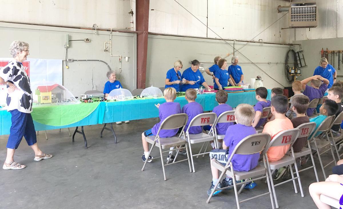 Farm Bureau Women Talk To Mosheim Students