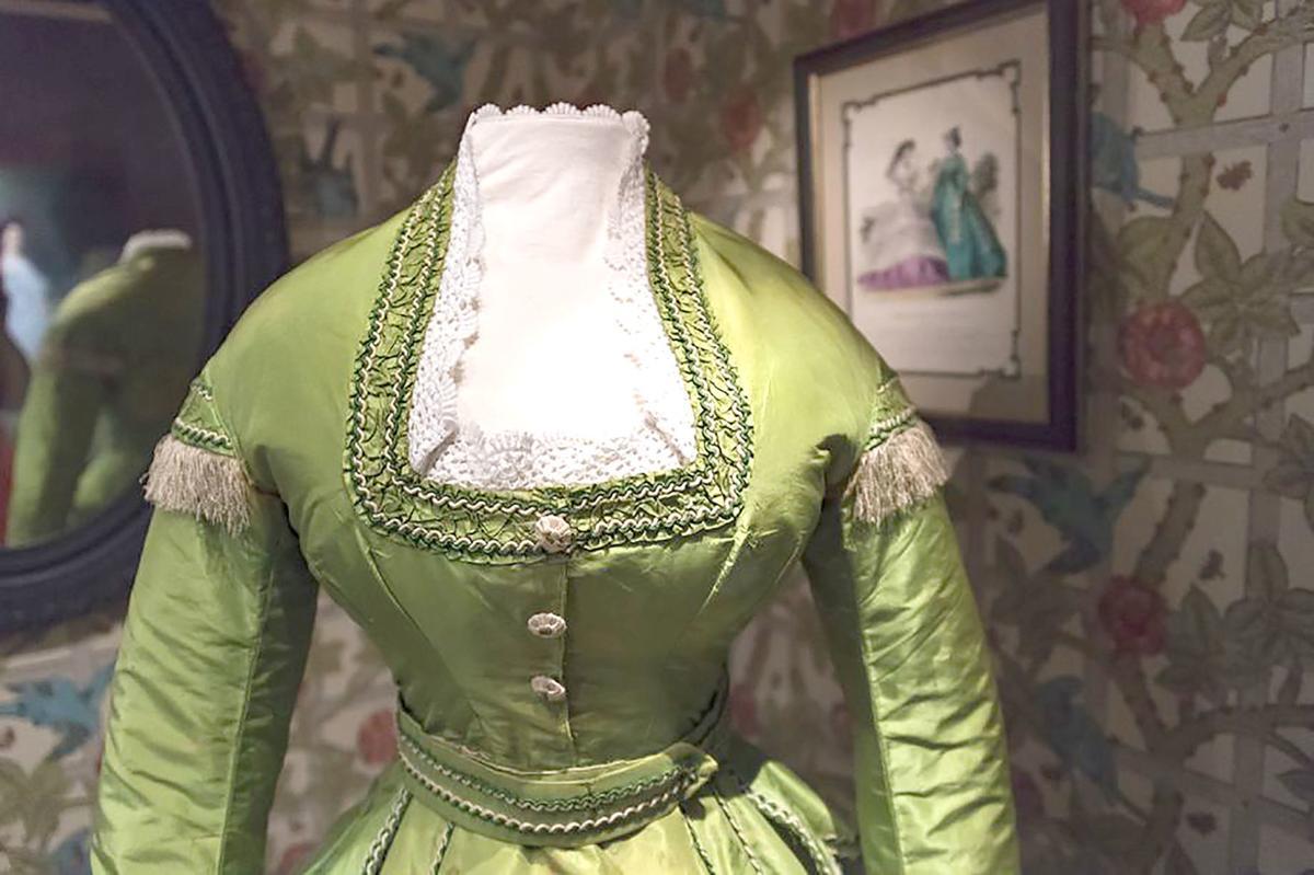 Arsenic-dye dress