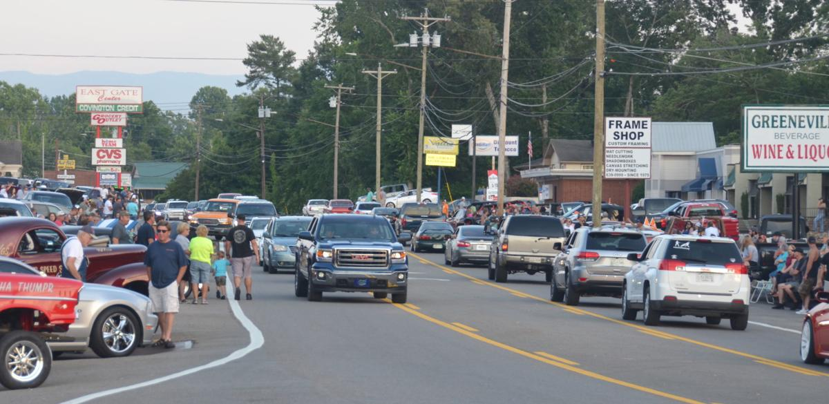 Cruising crowds