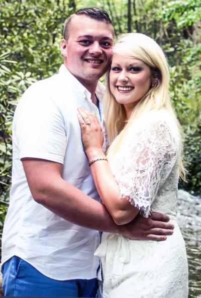 Amanda Hurley To Wed Bronson Buech