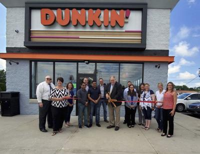 New Dunkin' restaurant hosts grand opening