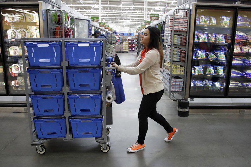5a59933fced46.image Walmart gives employees salary boost