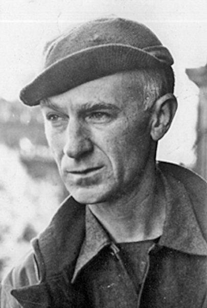 ernie pyle essays Description: wartime columns for many journalists ernest taylor pyle an indiana native better known as ernie continues to be an icon of excellence decades after his death at the hands of a japanese .