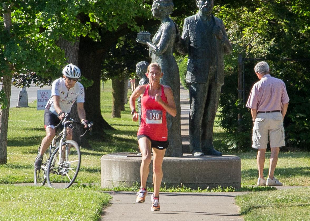 Melissa Johnson-White blazes to the finish line!