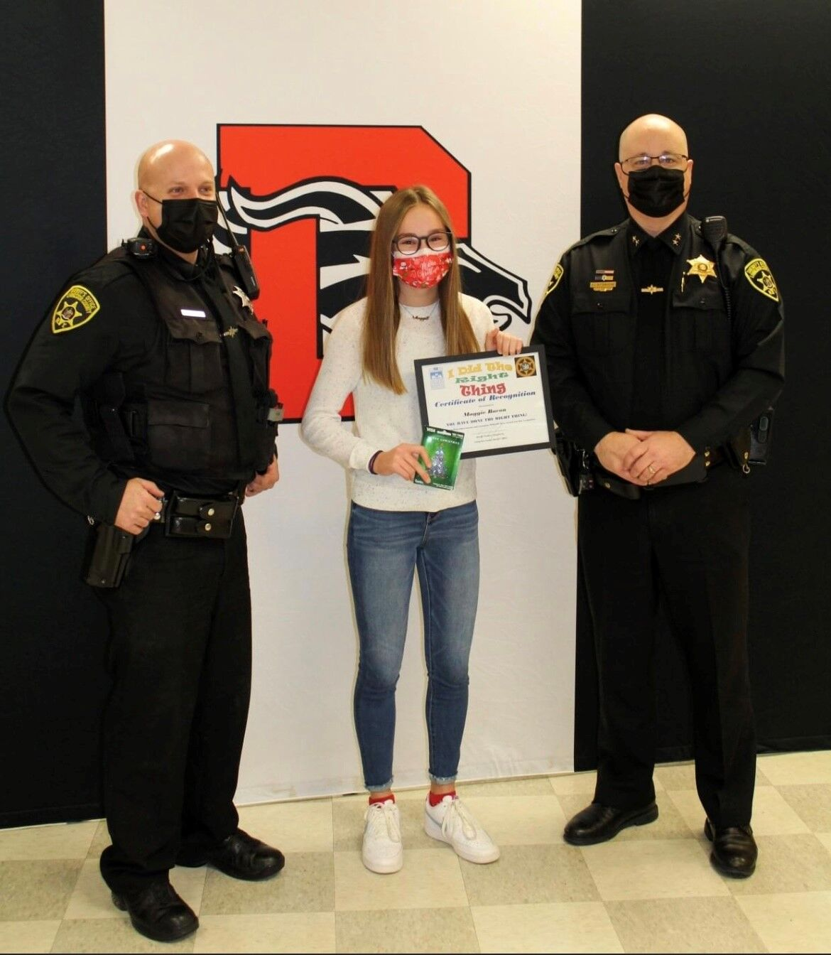 Maggie Bacon Receives the Do the Right Thing Award