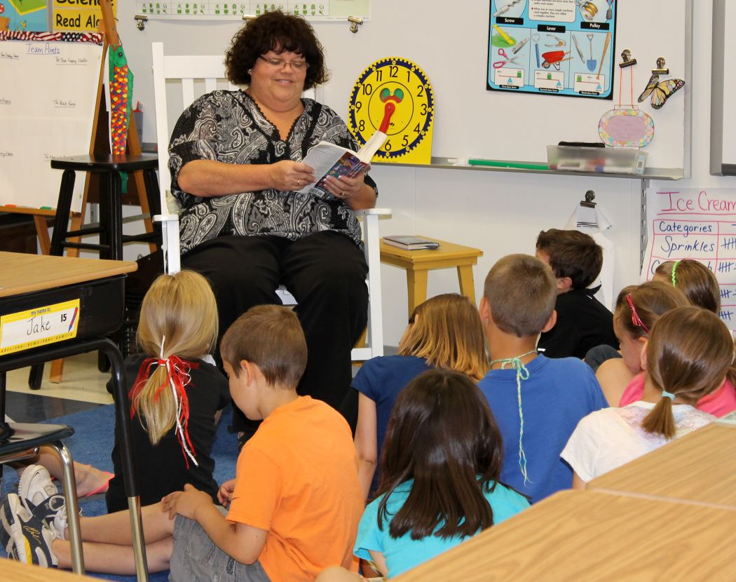 Hometown Auto Sales >> WBEE's Terry Clifford reads to Northside students | Hometown Stories | gvpennysaver.com