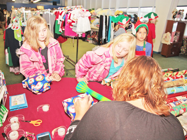 Navy Marine Corps Relief Society\'s \'Santa\'s Workshop\' a hit with ...