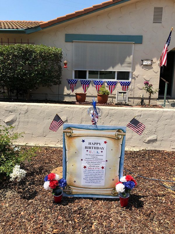 July Fourth yard decorations