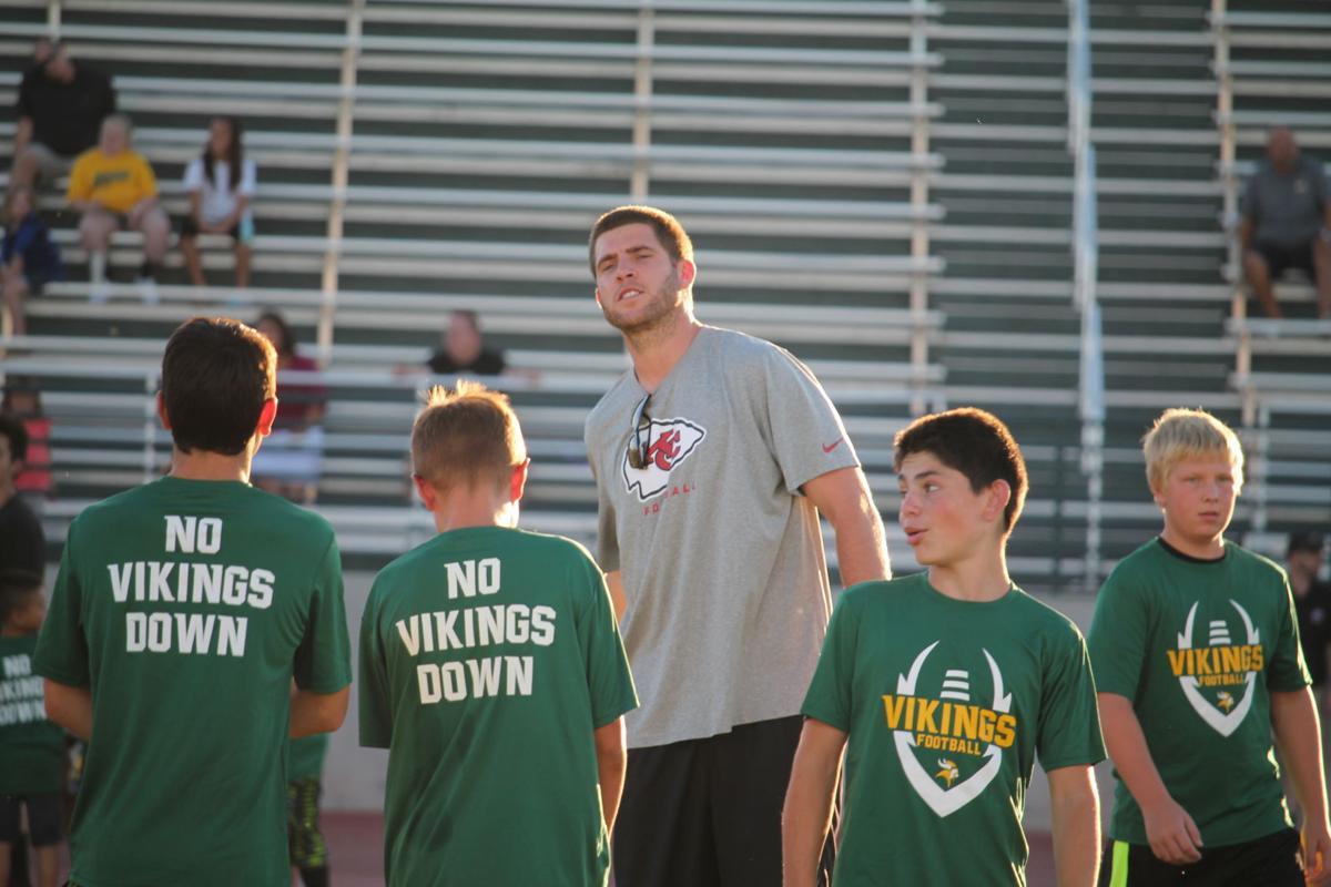 separation shoes dd03e 83a86 NFL Quarterback Tyler Bray visits Kingsburg | Kingsburg ...