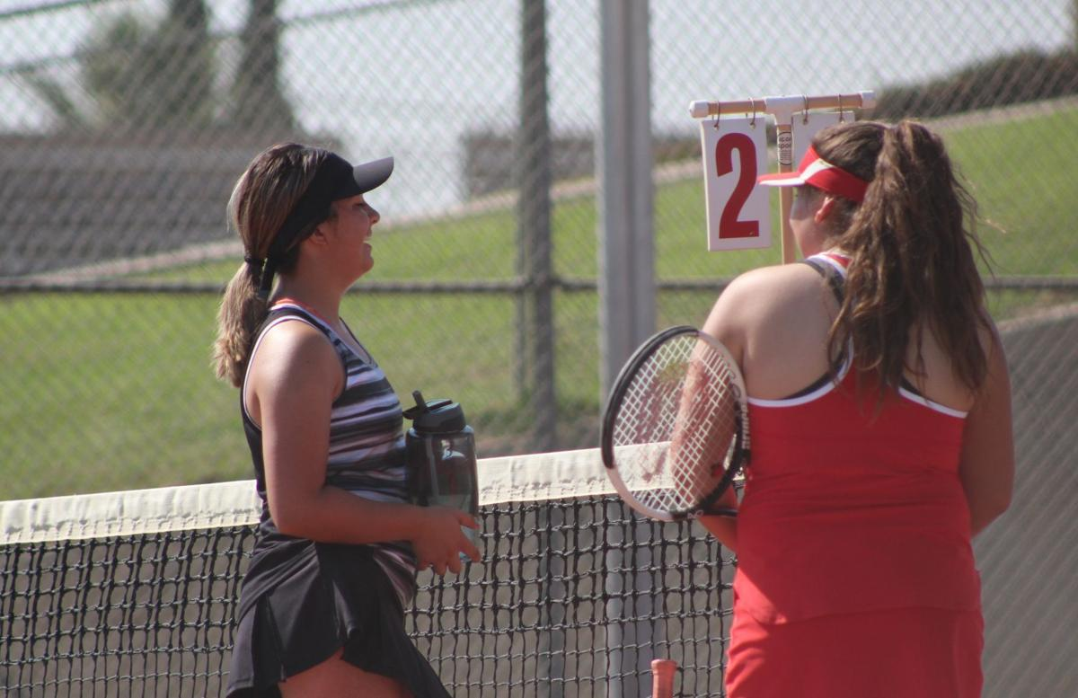 Selma outlasts Kerman in tennis