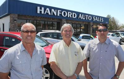Hanford Auto Sales >> After 20 Years Still Selling Cars Local Hanfordsentinel Com