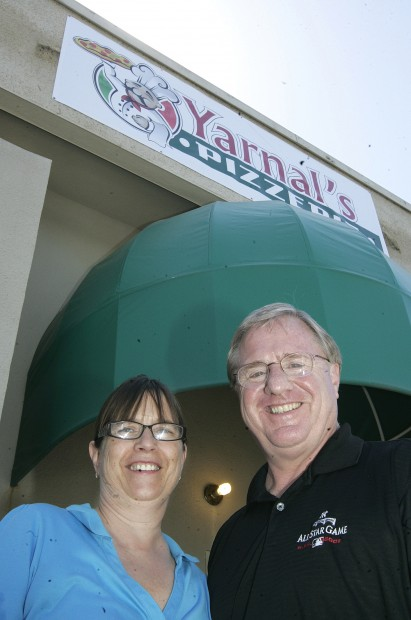 Round Table Becomes Yarnal S Pizzeria, Round Table Hanford