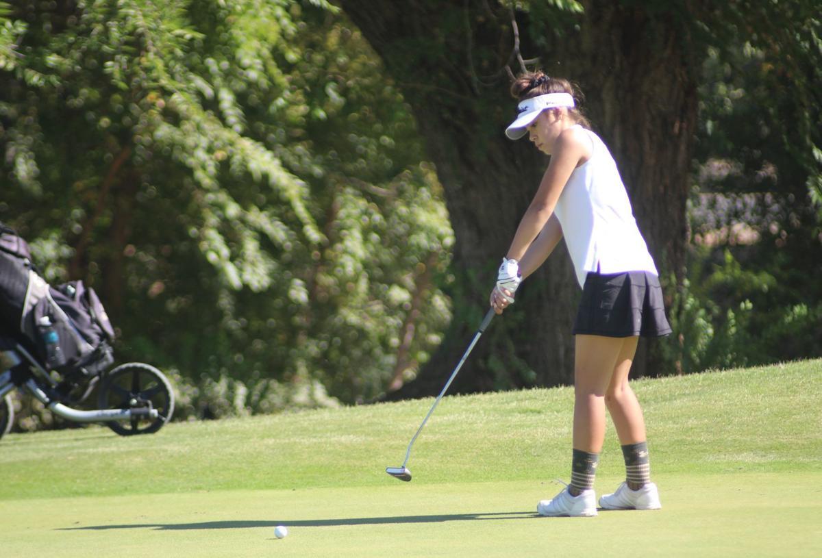 Kingsburg girls golf